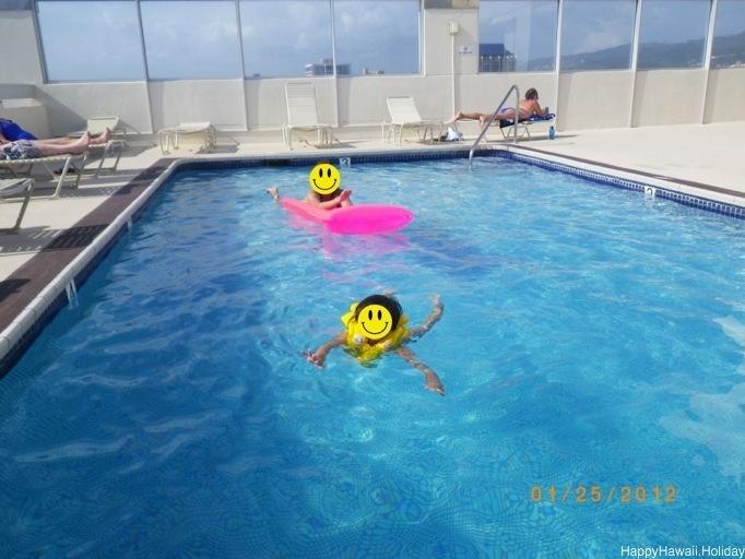 モナークのプール