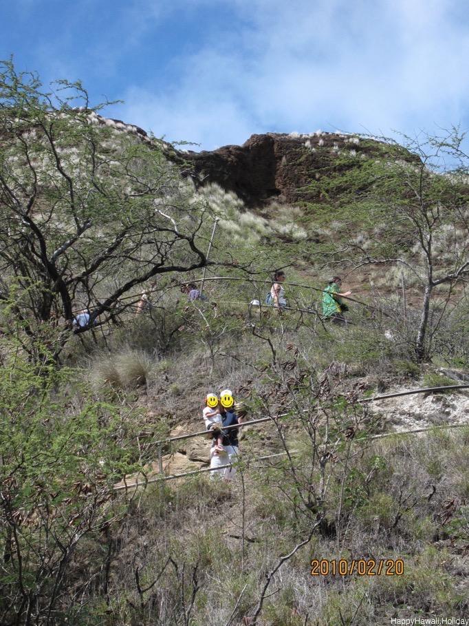 ダイヤモンドヘッドの登山道2