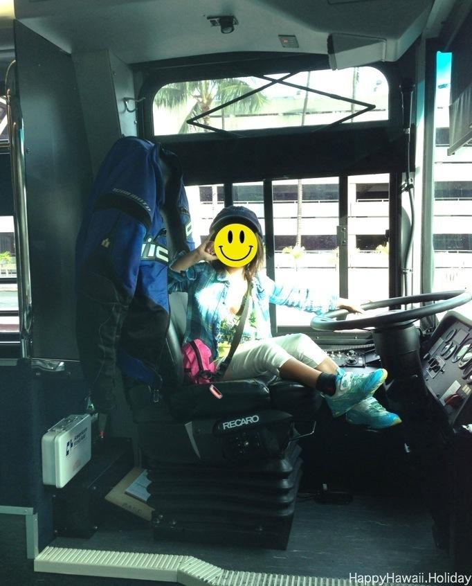 ダラーレンタカーのバスの運転席