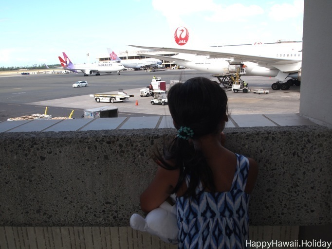 ホノルル空港のJALの飛行機