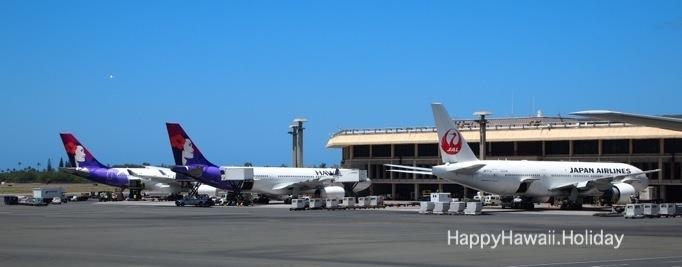ホノルル空港でのJALとハワイアン航空