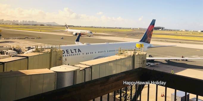 ホノルル空港に到着したデルタ航空機
